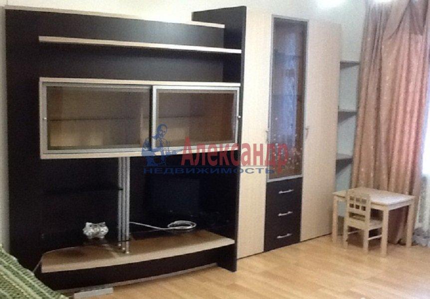 1-комнатная квартира (40м2) в аренду по адресу Стародеревенская ул., 21— фото 1 из 3