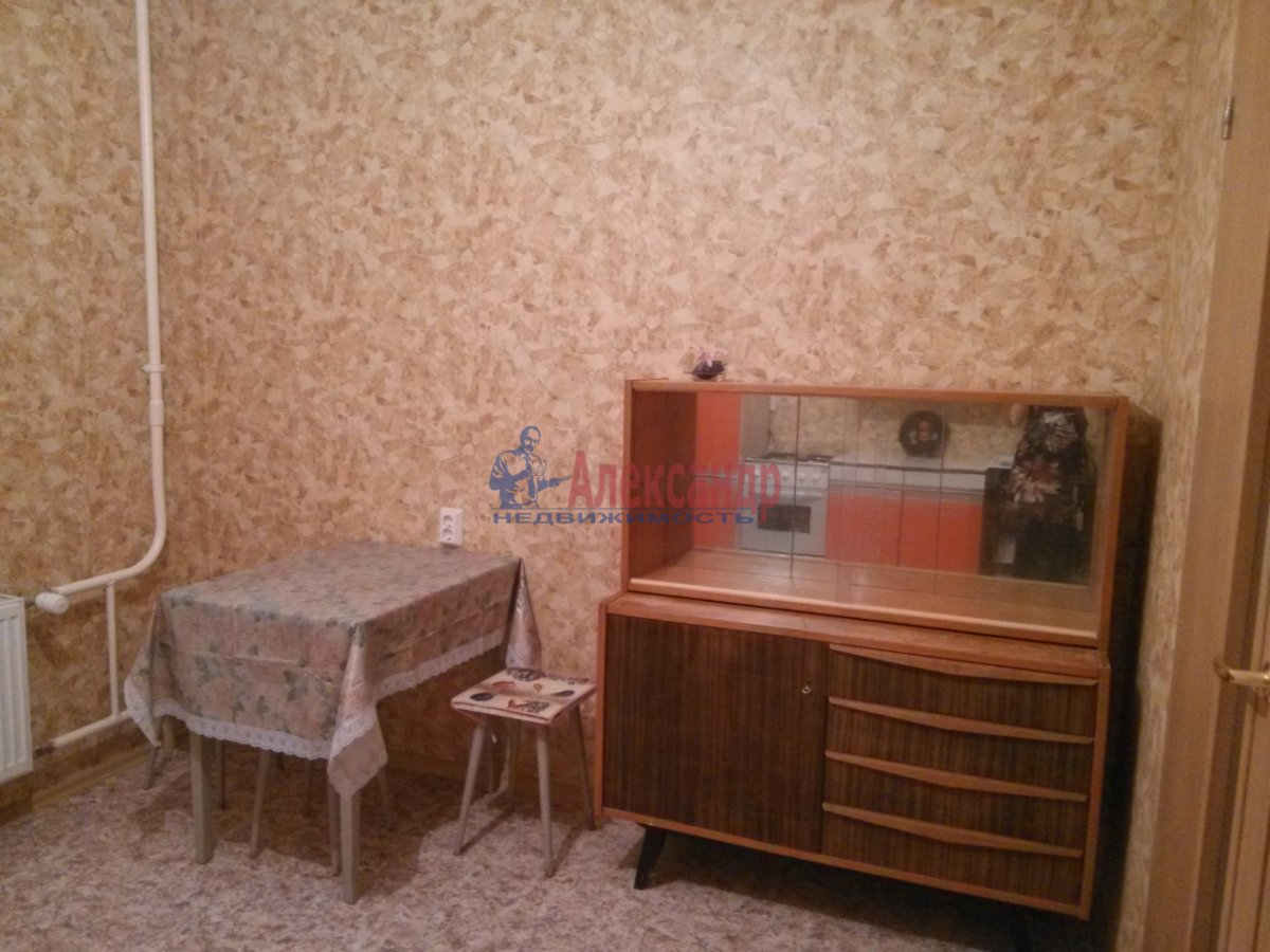 1-комнатная квартира (35м2) в аренду по адресу Комсомола ул., 14— фото 2 из 4
