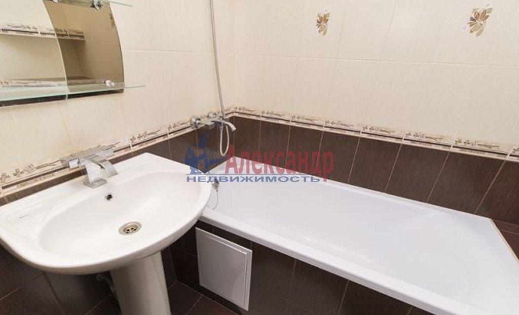 2-комнатная квартира (77м2) в аренду по адресу Московский просп., 185— фото 3 из 4