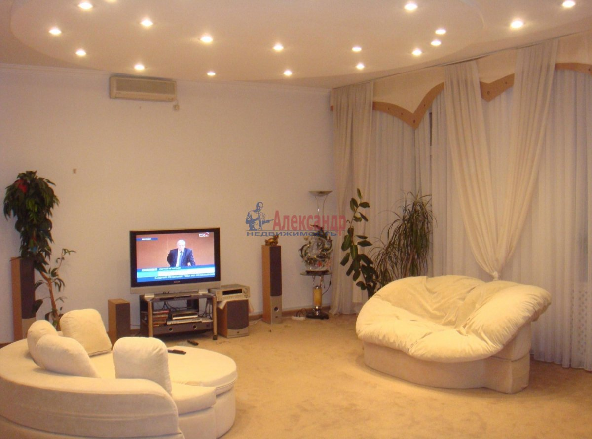 1-комнатная квартира (37м2) в аренду по адресу Комендантский пр., 40— фото 1 из 1