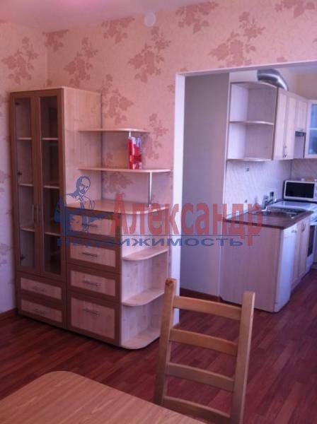 3-комнатная квартира (82м2) в аренду по адресу Пражская ул., 9— фото 3 из 11