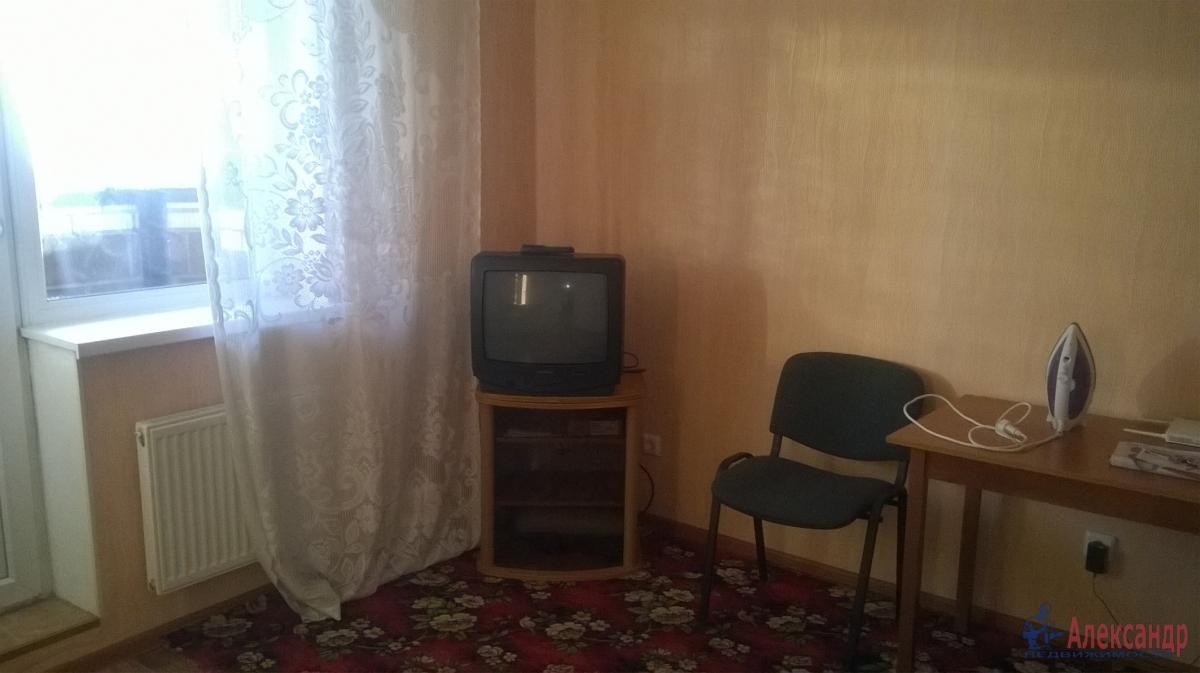 1-комнатная квартира (38м2) в аренду по адресу Дмитрия Устинова ул., 1— фото 2 из 3