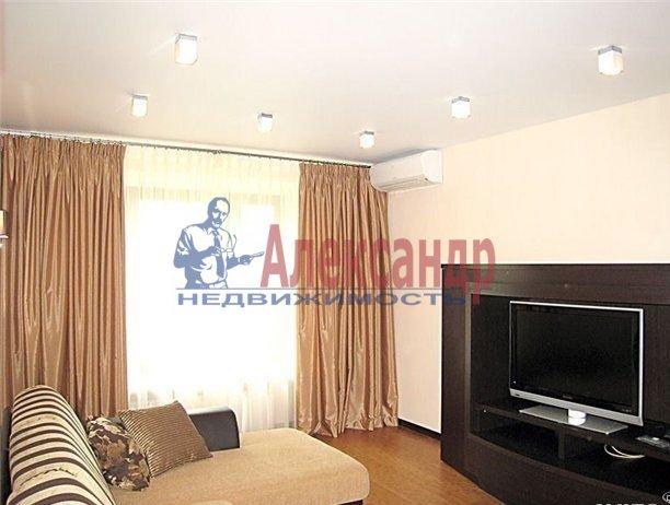 2-комнатная квартира (65м2) в аренду по адресу Комендантский пр., 17— фото 3 из 5