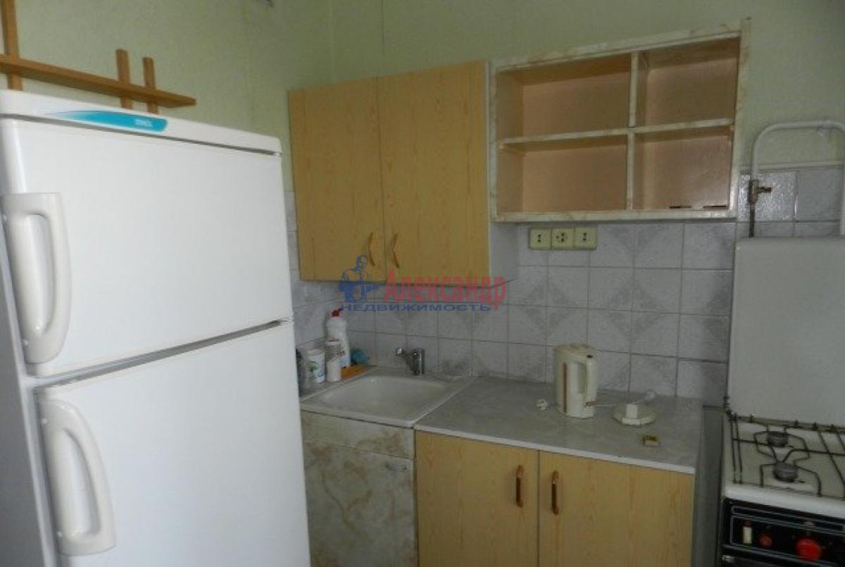 1-комнатная квартира (32м2) в аренду по адресу Большевиков пр., 21— фото 2 из 3