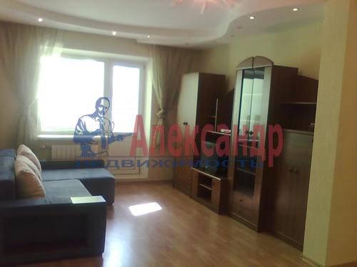 1-комнатная квартира (45м2) в аренду по адресу Композиторов ул., 18— фото 3 из 8