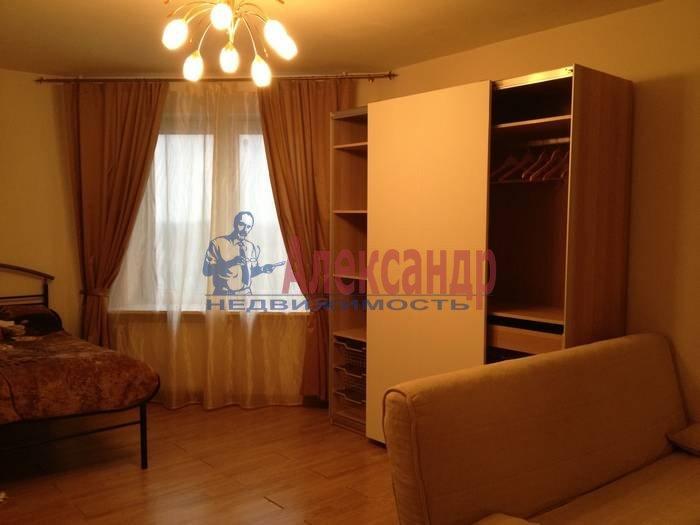 2-комнатная квартира (72м2) в аренду по адресу Пятилеток пр., 2— фото 2 из 7