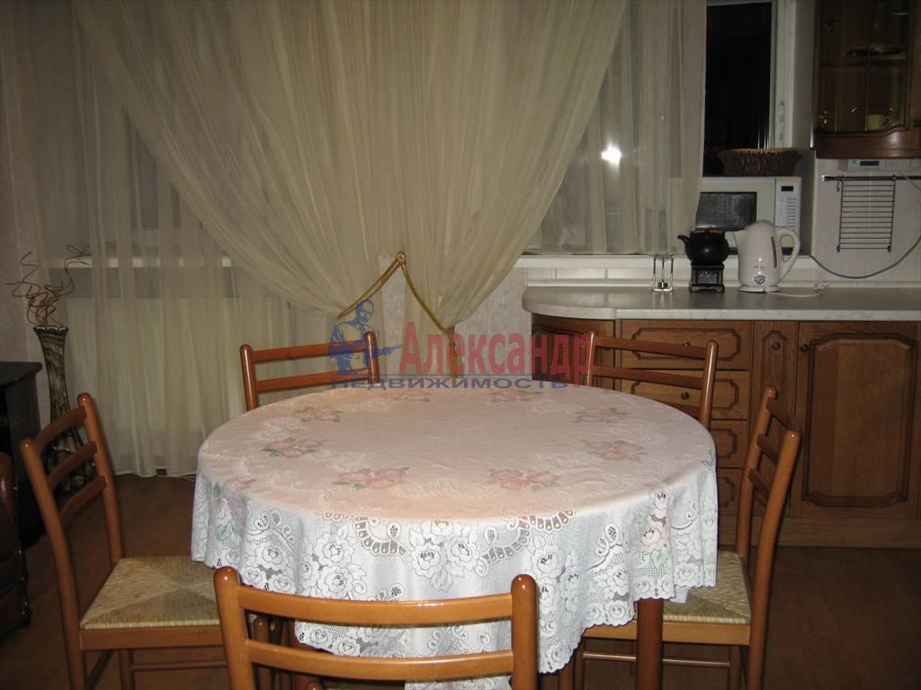 4-комнатная квартира (110м2) в аренду по адресу Малый пр., 26— фото 4 из 6