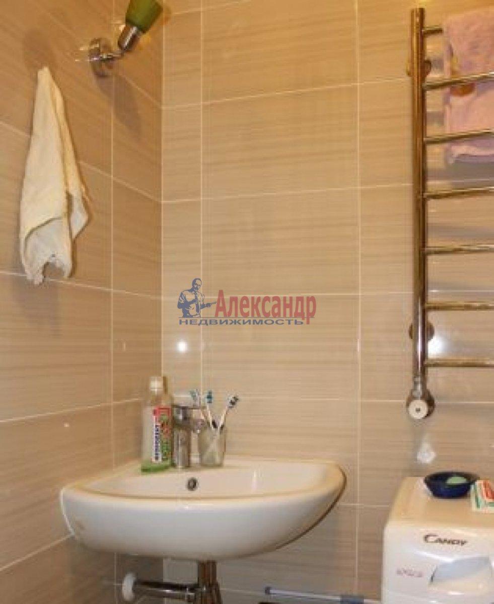 1-комнатная квартира (28м2) в аренду по адресу Мурино пос., Привокзальная пл., 5— фото 2 из 4