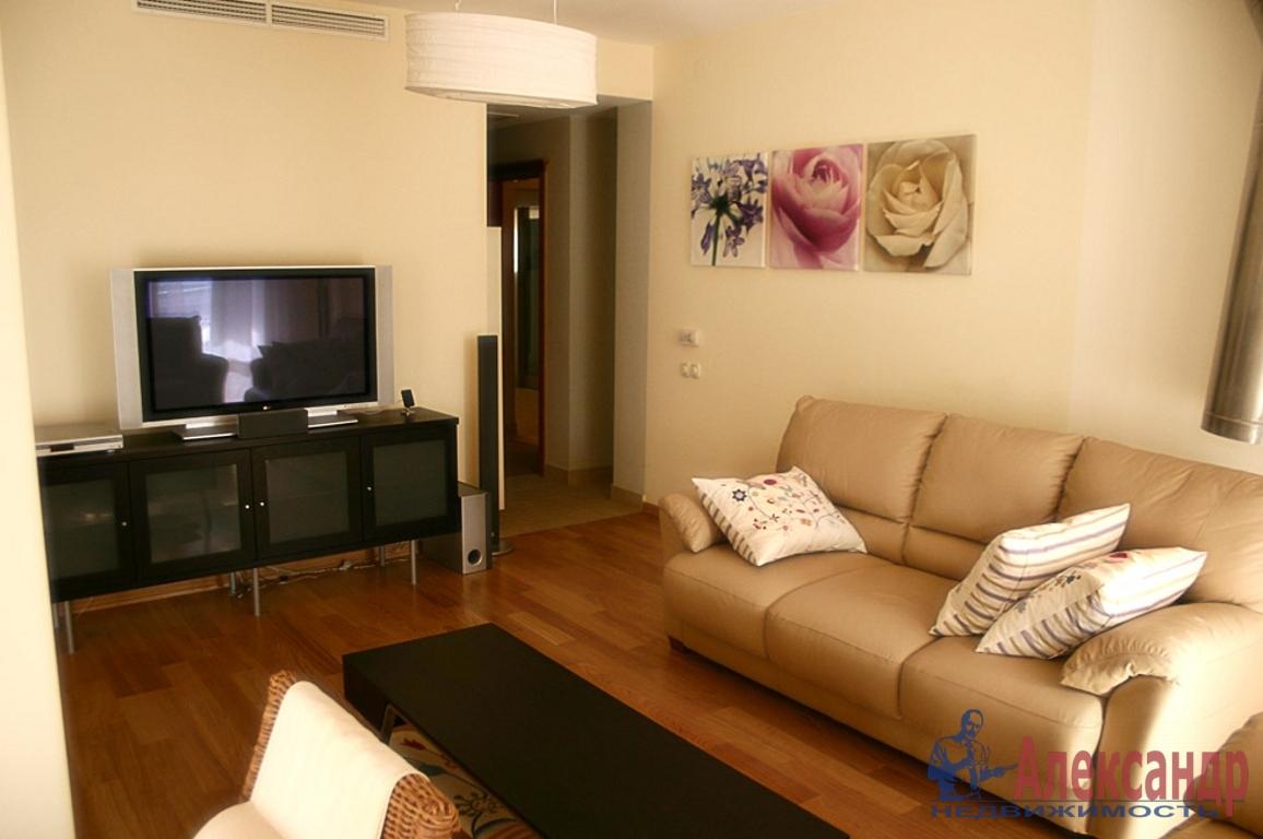 2-комнатная квартира (60м2) в аренду по адресу Средний В.О. пр., 11— фото 1 из 2