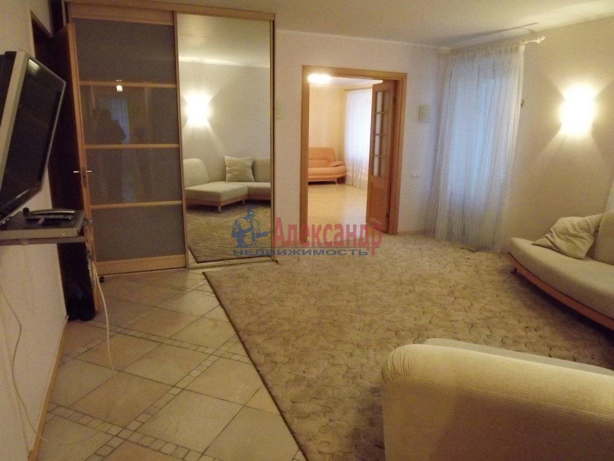 2-комнатная квартира (89м2) в аренду по адресу Богатырский пр., 8— фото 1 из 10
