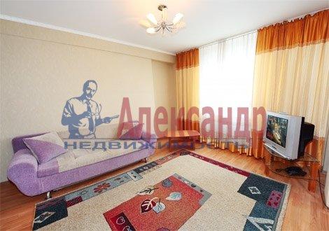 1-комнатная квартира (40м2) в аренду по адресу Ветеранов пр., 16— фото 2 из 4