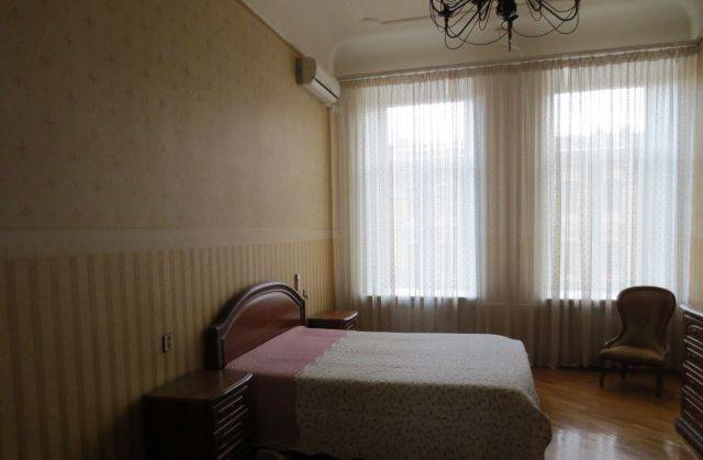 2-комнатная квартира (74м2) в аренду по адресу Средний В.О. пр., 35— фото 2 из 3