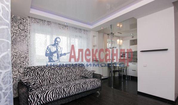 3-комнатная квартира (95м2) в аренду по адресу Просвещения просп., 99— фото 1 из 8