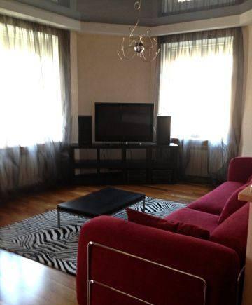 2-комнатная квартира (94м2) в аренду по адресу Гаванская ул., 12— фото 1 из 4