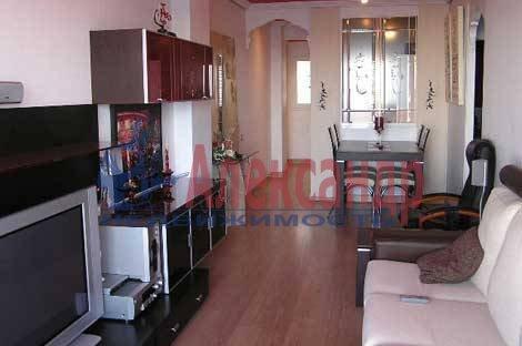 2-комнатная квартира (75м2) в аренду по адресу Графский пер., 8— фото 1 из 3