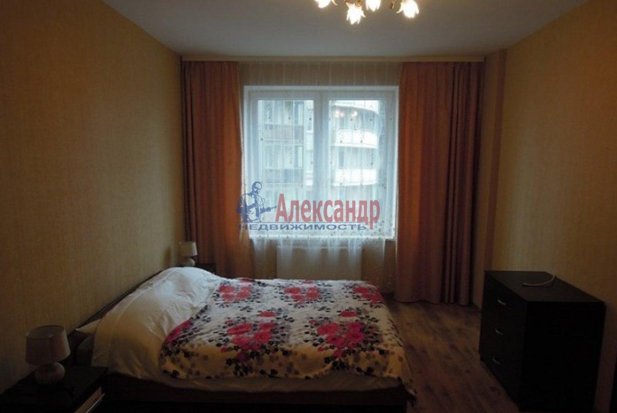 2-комнатная квартира (70м2) в аренду по адресу Просвещения пр., 99— фото 3 из 6