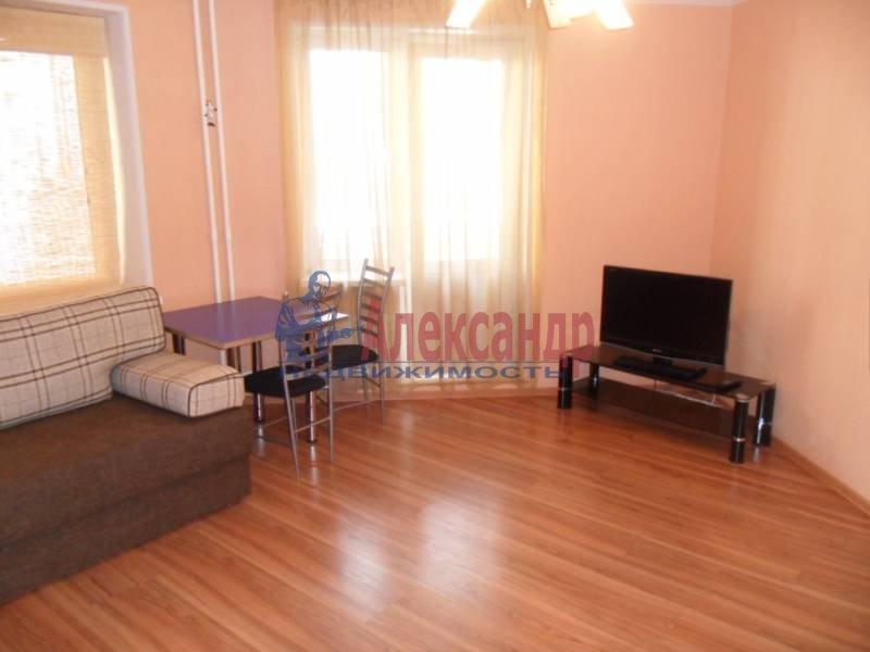 1-комнатная квартира (41м2) в аренду по адресу Новаторов бул., 11— фото 2 из 13