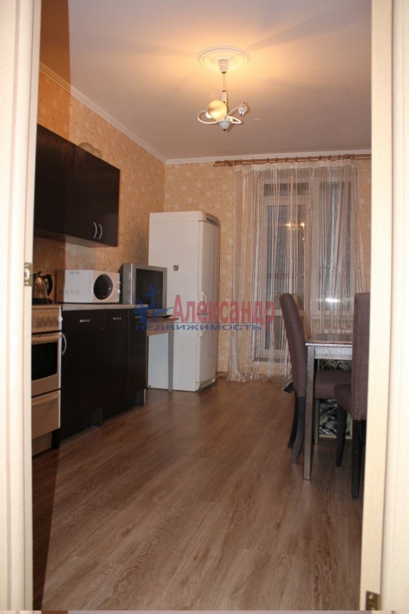 2-комнатная квартира (67м2) в аренду по адресу Славы пр., 52— фото 4 из 4