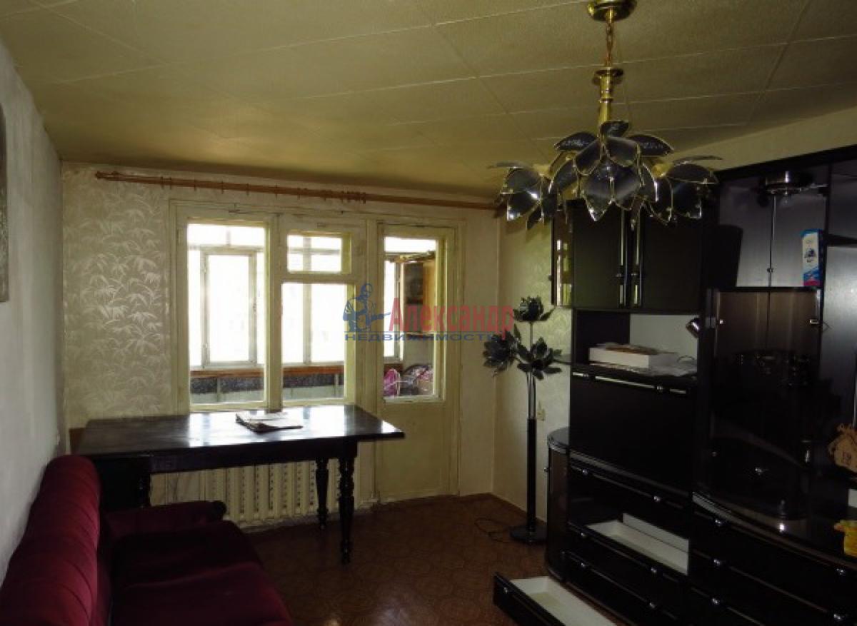1-комнатная квартира (31м2) в аренду по адресу Ленсовета ул., 42— фото 2 из 3