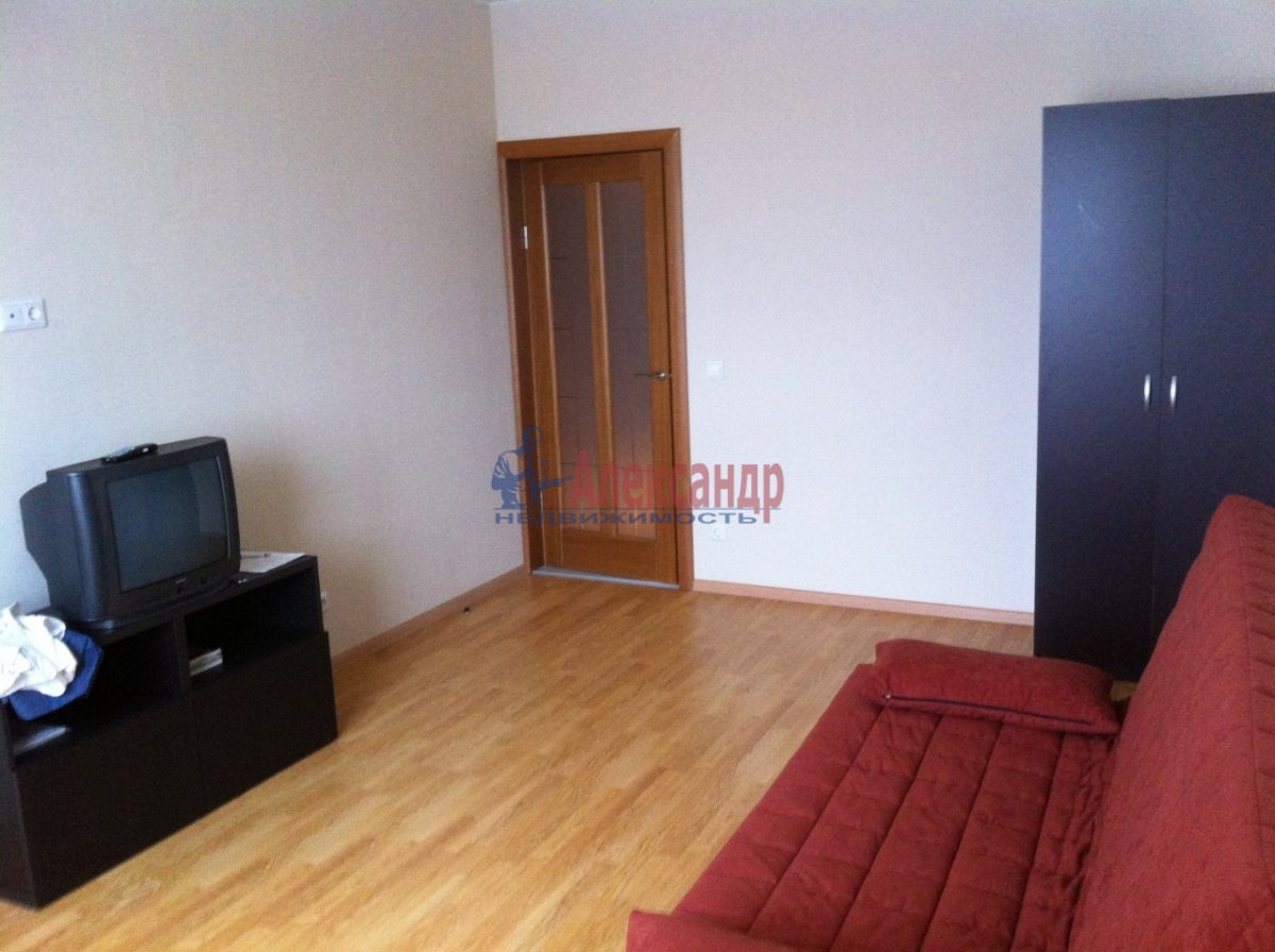 1-комнатная квартира (42м2) в аренду по адресу Белы Куна ул., 1— фото 1 из 3