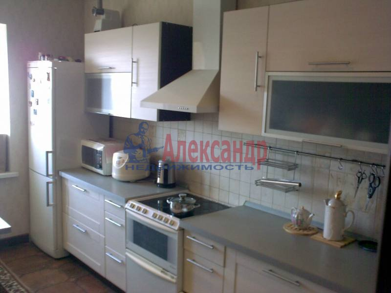 2-комнатная квартира (62м2) в аренду по адресу Бадаева ул., 6— фото 1 из 5