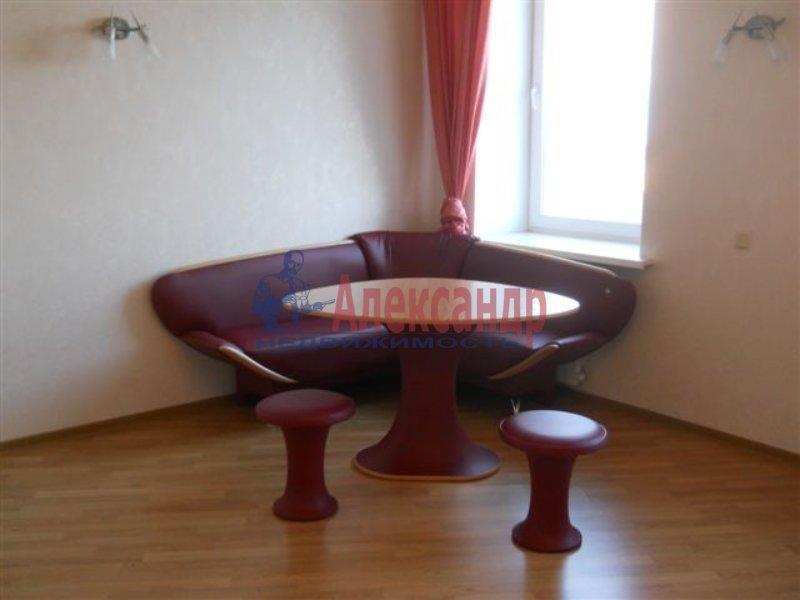 1-комнатная квартира (33м2) в аренду по адресу Бухарестская ул., 64— фото 2 из 4