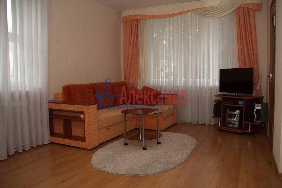 1-комнатная квартира (35м2) в аренду по адресу Брянцева ул., 28— фото 1 из 3