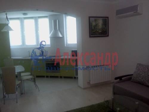 2-комнатная квартира (70м2) в аренду по адресу Автовская ул., 15— фото 2 из 9