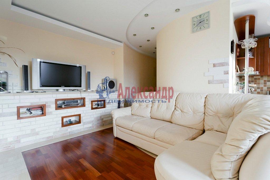 2-комнатная квартира (90м2) в аренду по адресу Парадная ул., 3— фото 2 из 4