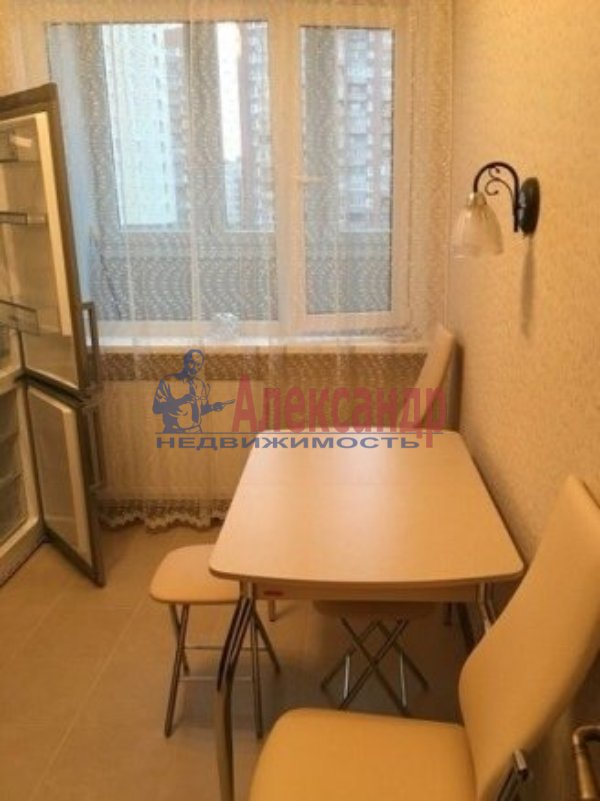 1-комнатная квартира (35м2) в аренду по адресу Пулковская ул., 8— фото 2 из 5