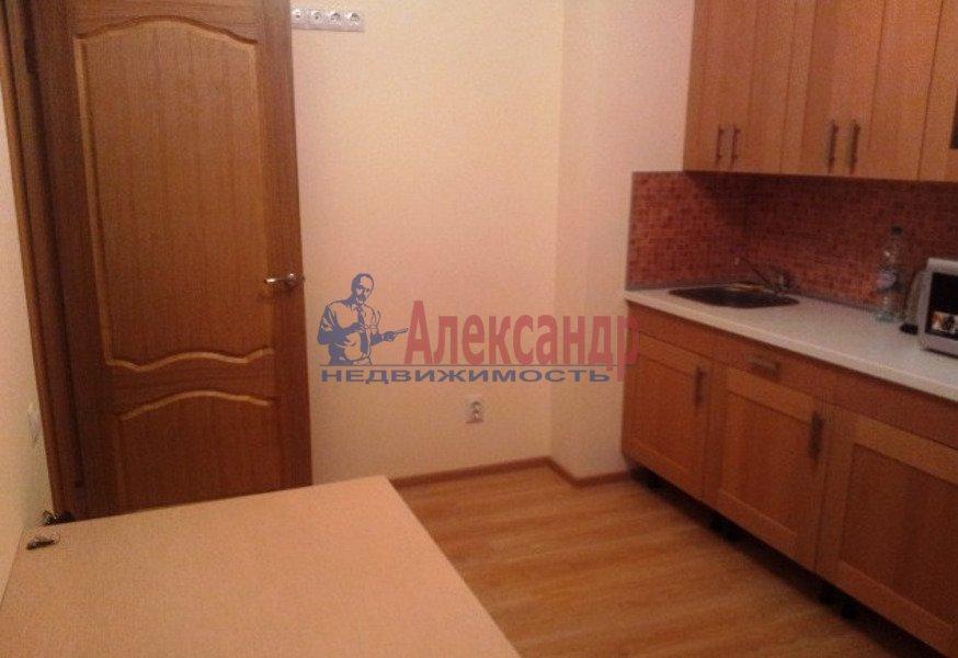 2-комнатная квартира (65м2) в аренду по адресу Есенина ул., 1— фото 2 из 7