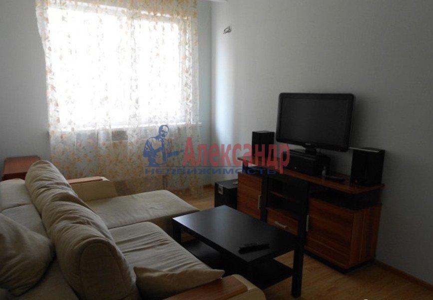 2-комнатная квартира (65м2) в аренду по адресу Есенина ул., 1— фото 3 из 7