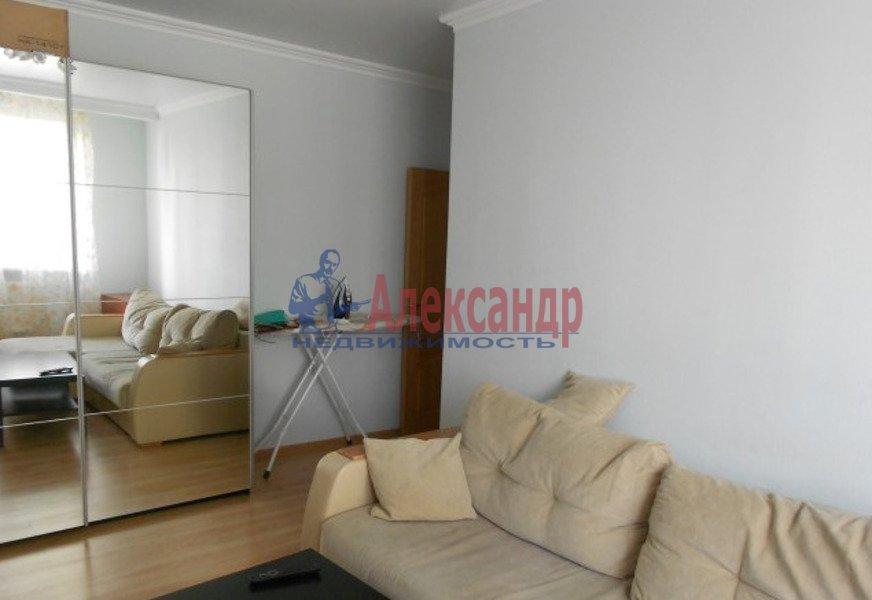 2-комнатная квартира (65м2) в аренду по адресу Есенина ул., 1— фото 4 из 7