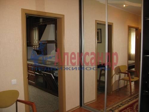 2-комнатная квартира (68м2) в аренду по адресу Галстяна ул., 1— фото 1 из 8
