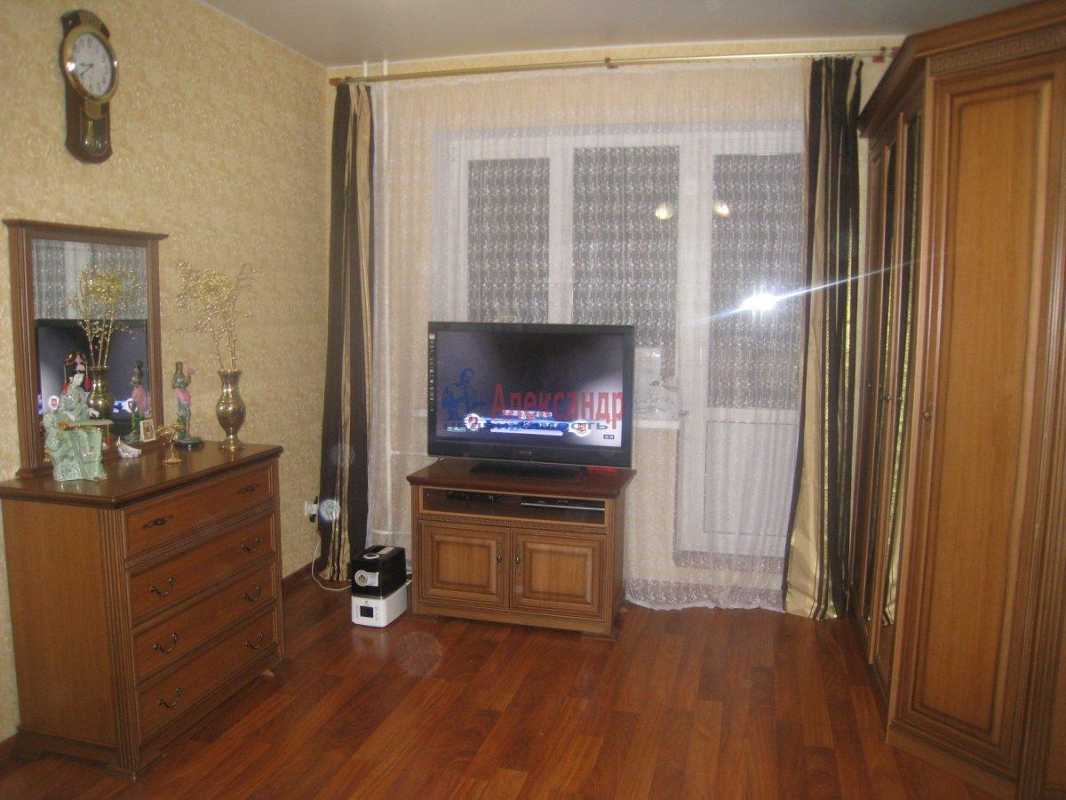 2-комнатная квартира (70м2) в аренду по адресу Пулковская ул., 1— фото 2 из 7