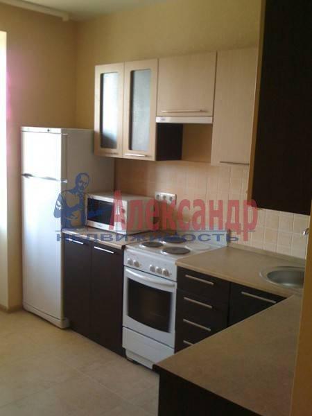 2-комнатная квартира (63м2) в аренду по адресу Учительская ул., 18— фото 1 из 4