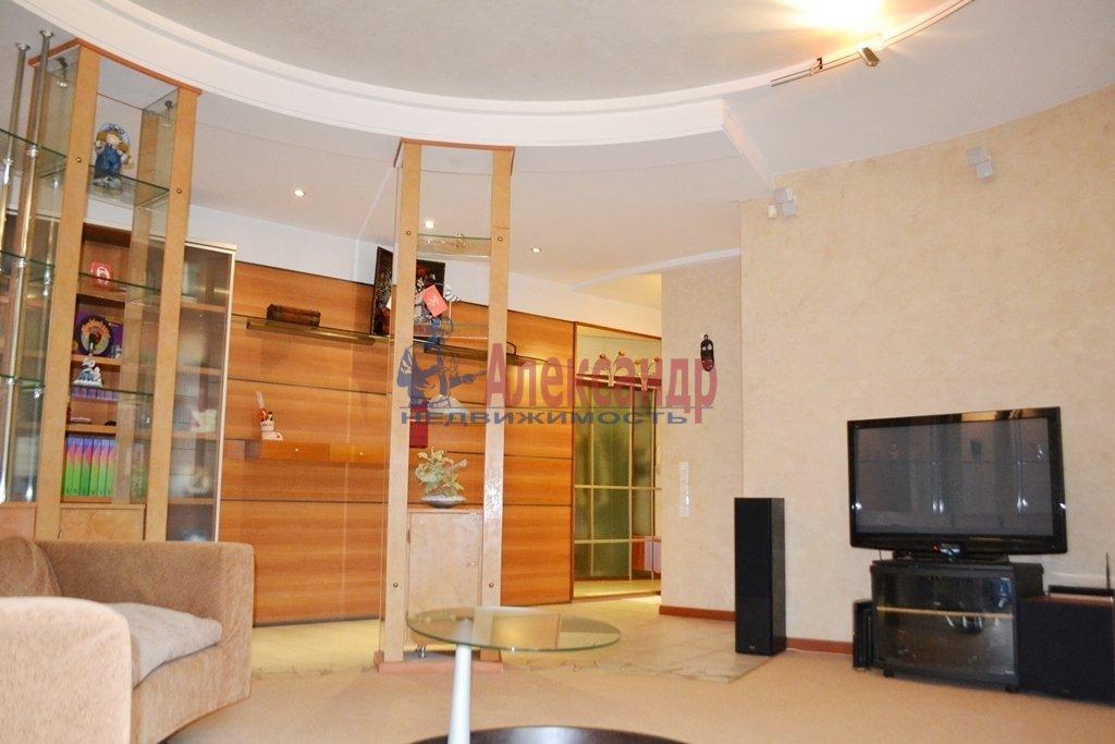 3-комнатная квартира (93м2) в аренду по адресу Суворовский пр., 62— фото 3 из 14
