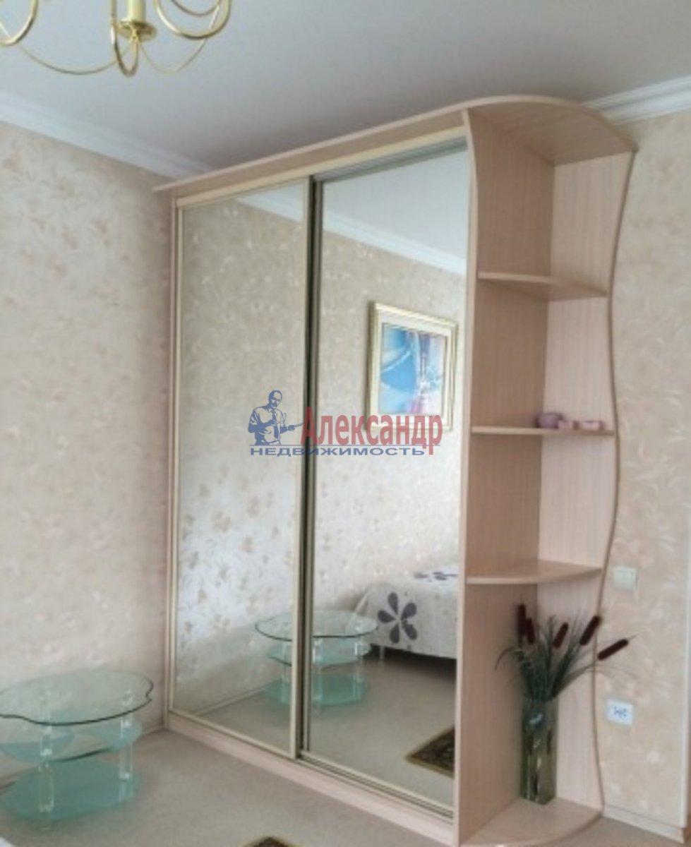 Комната в 3-комнатной квартире (90м2) в аренду по адресу Большой пр., 69— фото 1 из 2