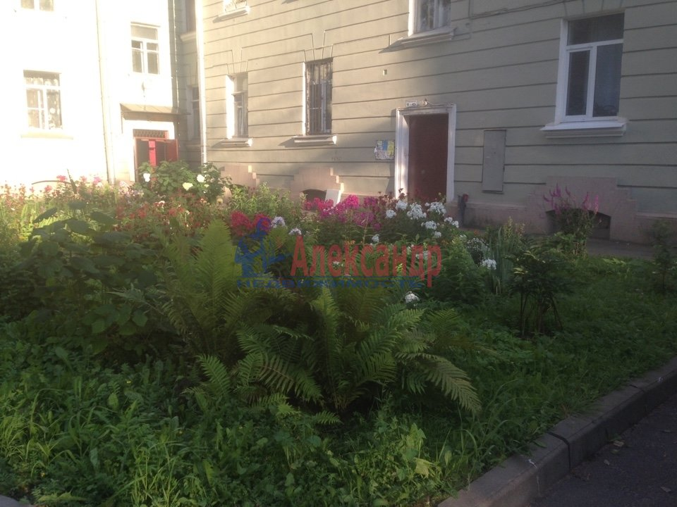 Комната в 4-комнатной квартире (150м2) в аренду по адресу Александра Ульянова ул., 10— фото 1 из 6