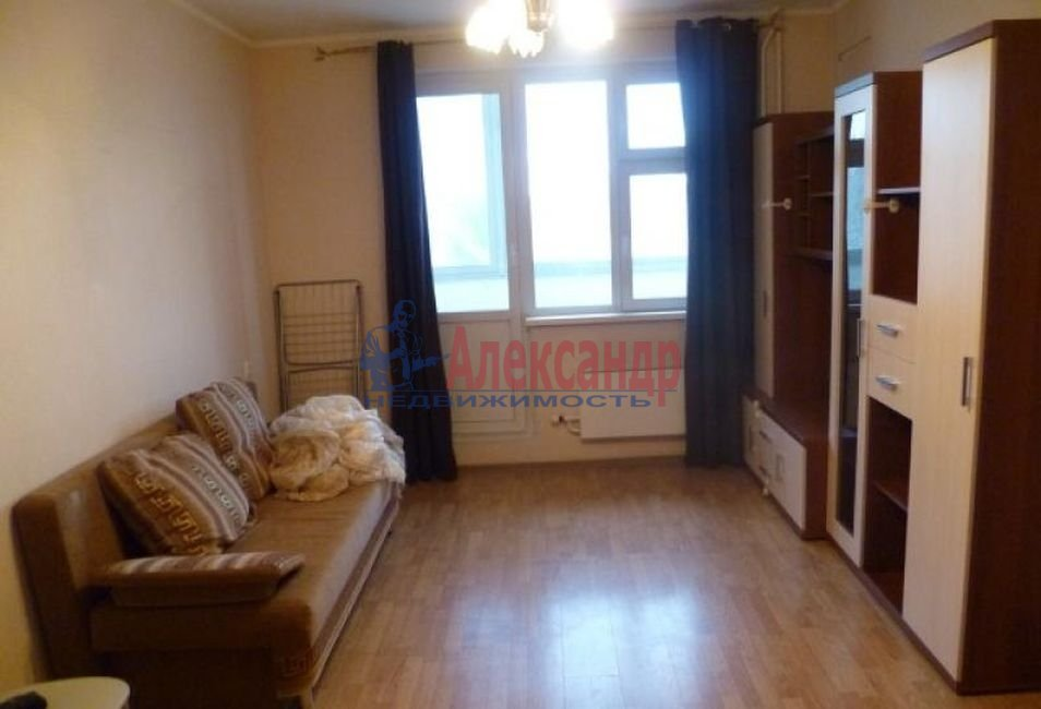 Комната в 3-комнатной квартире (89м2) в аренду по адресу Тихорецкий пр., 8— фото 1 из 3