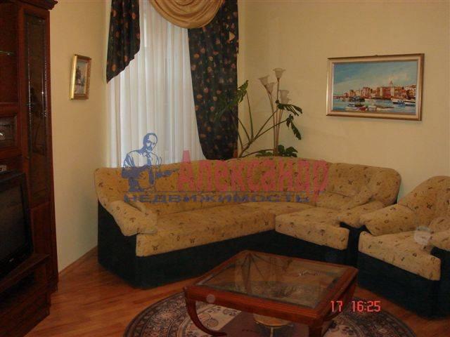 2-комнатная квартира (70м2) в аренду по адресу Каменноостровский пр., 35/75— фото 2 из 9