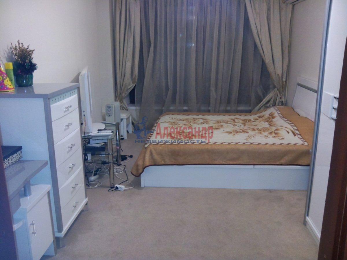 1-комнатная квартира (37м2) в аренду по адресу Брянцева ул., 13— фото 1 из 4