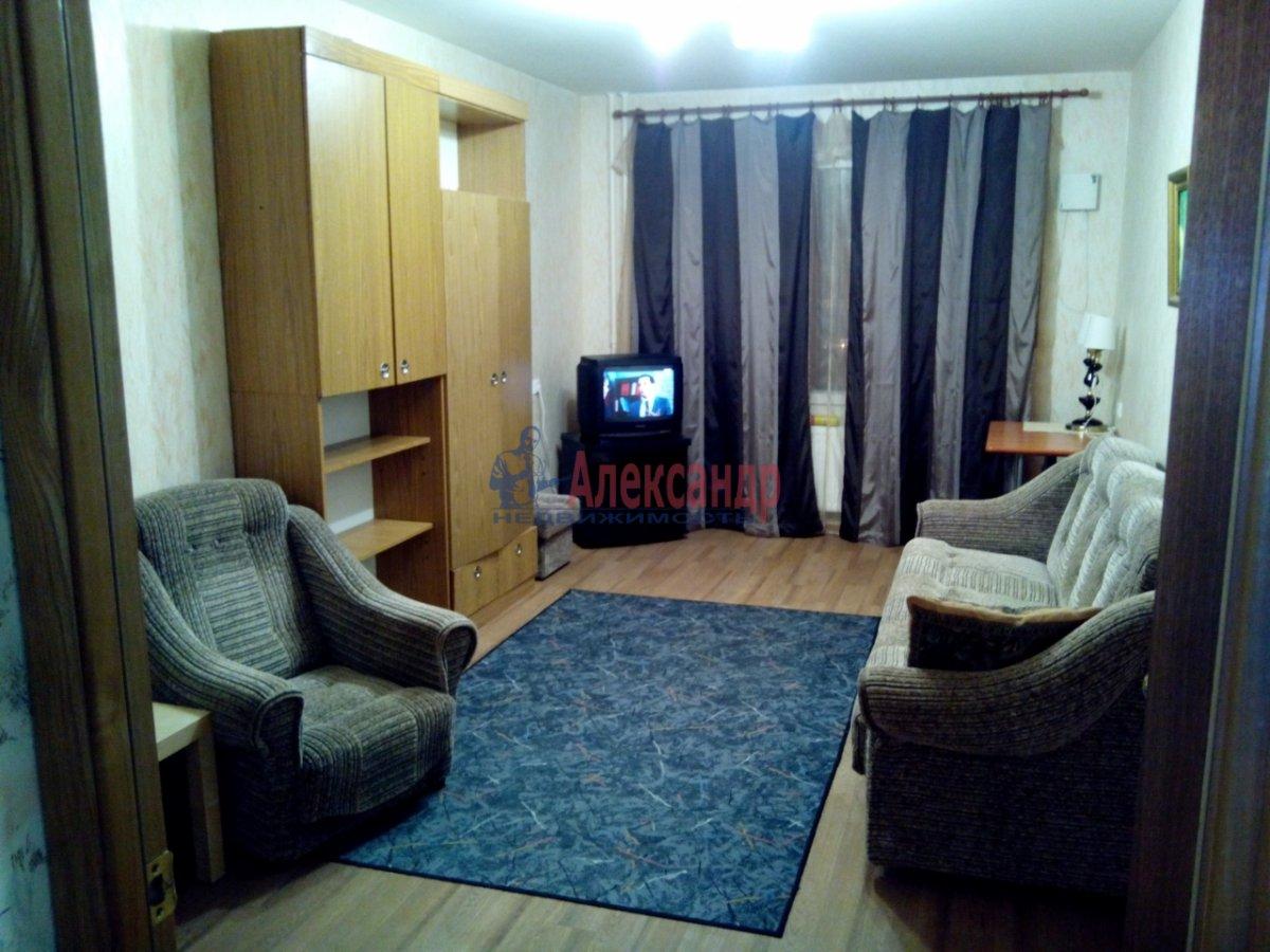 1-комнатная квартира (35м2) в аренду по адресу Десантников ул., 32— фото 1 из 3