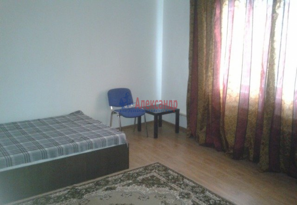 Комната в 3-комнатной квартире (68м2) в аренду по адресу Наличная ул., 21— фото 1 из 3