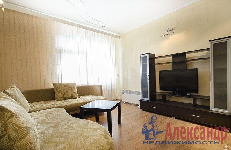 1-комнатная квартира (40м2) в аренду по адресу Новоколомяжский пр., 4— фото 1 из 4