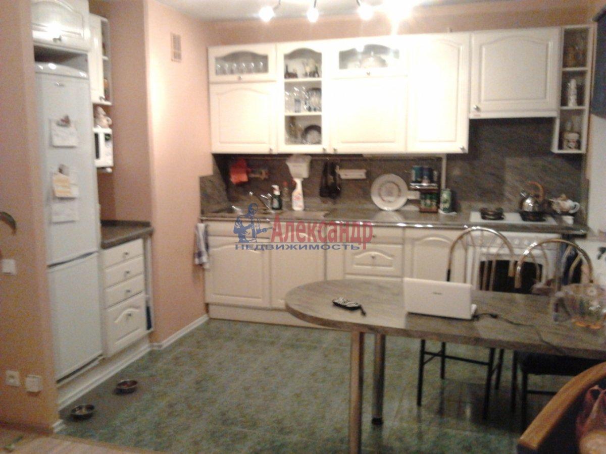 3-комнатная квартира (68м2) в аренду по адресу Наличная ул., 36— фото 1 из 10