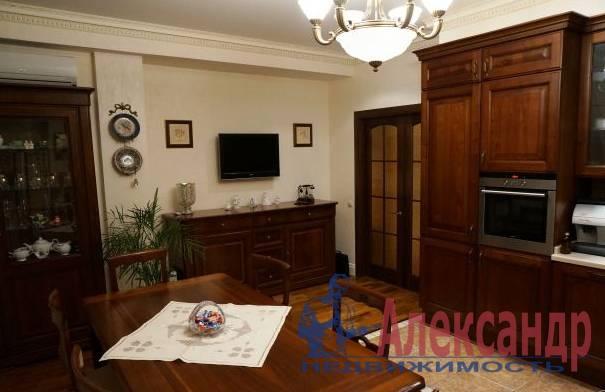 3-комнатная квартира (90м2) в аренду по адресу Социалистическая ул., 16— фото 3 из 5