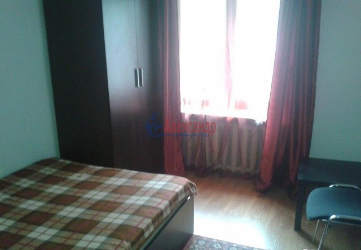 Комната в 3-комнатной квартире (68м2) в аренду по адресу Наличная ул., 21— фото 2 из 3