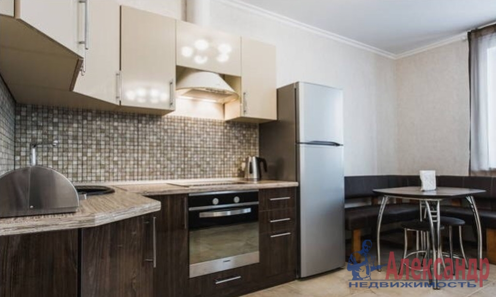 3-комнатная квартира (65м2) в аренду по адресу Шуваловский пр., 63— фото 1 из 5