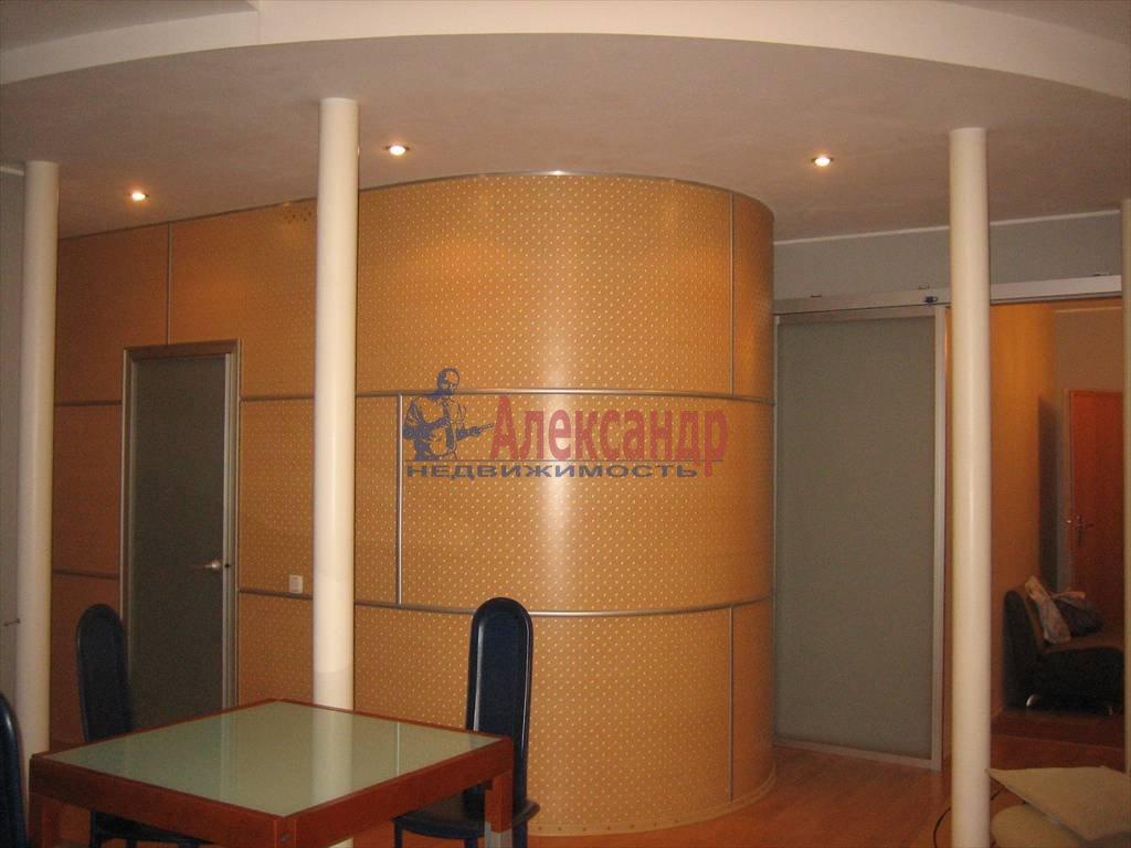3-комнатная квартира (72м2) в аренду по адресу 7 Советская ул.— фото 4 из 6
